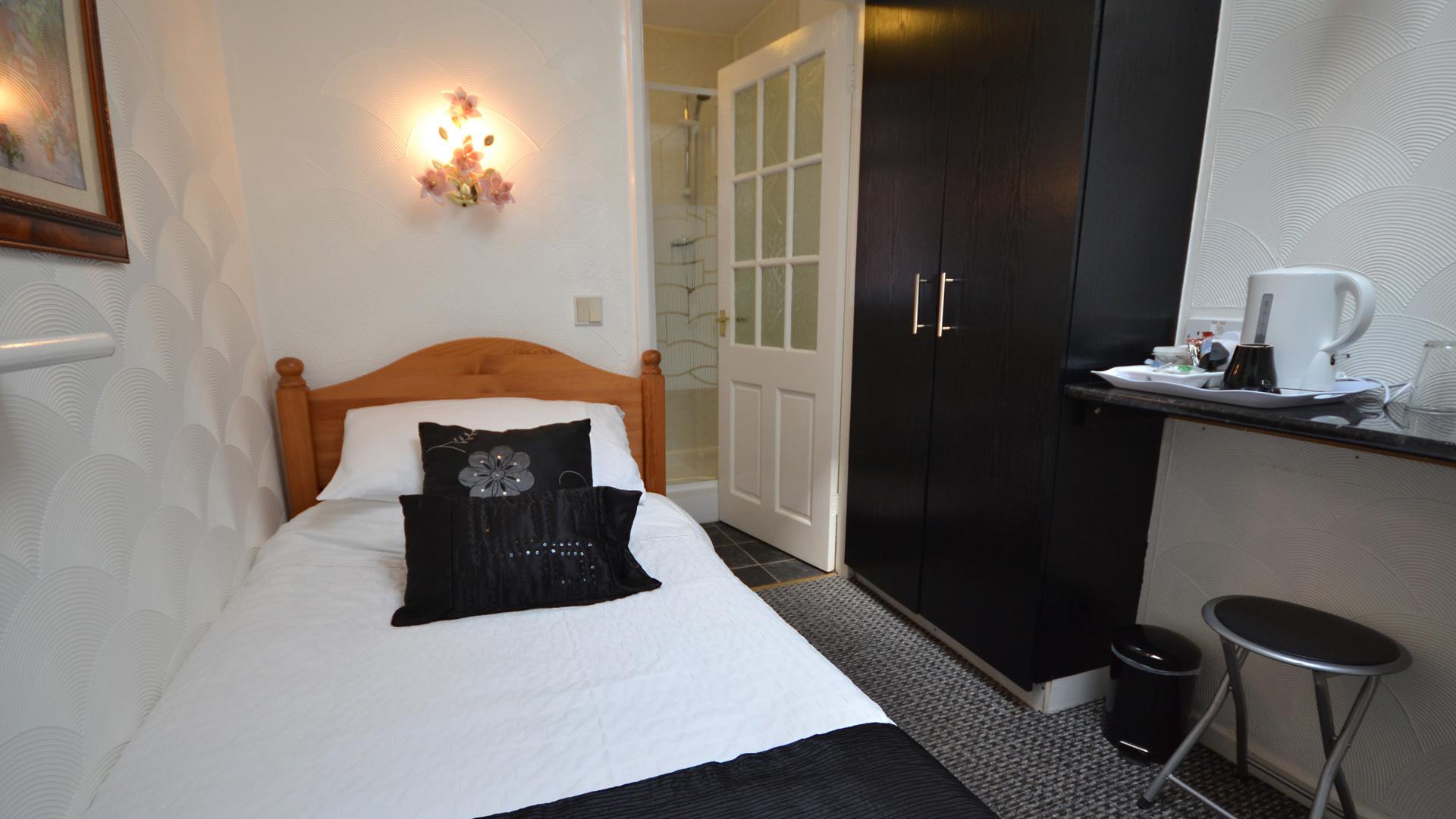 Single en-suite room